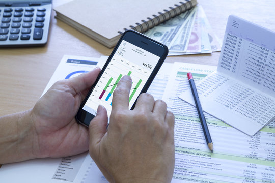 Analysing saving deposit bank account in cash flow statement management with mobile application.