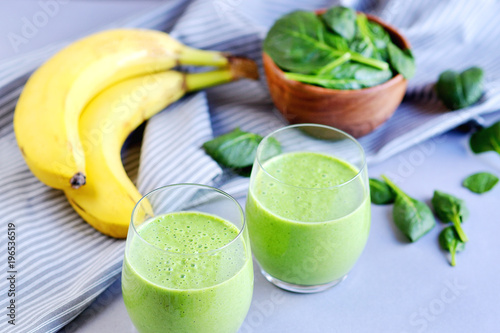 green spinach smoothies with fruits vegetables and seeds healthy food concept stockfotos und. Black Bedroom Furniture Sets. Home Design Ideas