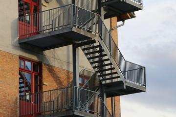 external staircase, Außentreppe an einem Gebäude, Stahltreppe