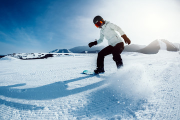 In de dag Wintersporten one snowboarder snowboarding in winter mountains