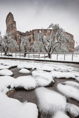Il Colosseo sotto la neve a Roma