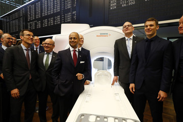Bernd Montag, CEO of Siemens Healthineers, Board Members and Germany's goalkeeper Manuel Neuner pose after the official share trading start following an initial public offering (IPO) at the trading floor of Frankfurt's stock exchange in Frankfurt