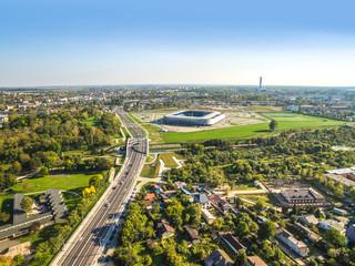 Lublin z lotu ptaka. Krajobraz miasta z ulica Muzyczną, mostem 700 Lecia i stadionem.