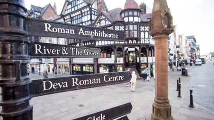 Sign post in the city of Chester Fototapete