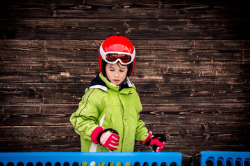 Little boy who take skiing lessons