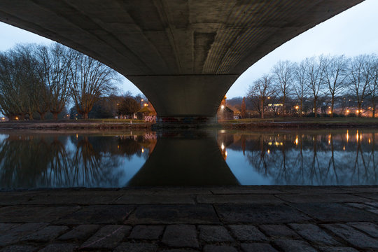 Brücke über die Saar in Saarbrücken bei Nacht