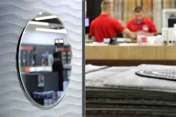 Fototapeta Sprzedawcy, mężczyźni w sklepie z dywanami. obraz