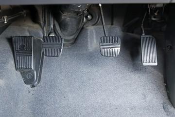 3ペダル マニュアル車
