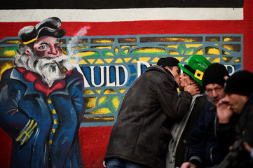 Couple kiss on St. Patrick's Day in Dublin