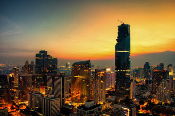 Cityscape at sunset sky by long shutter speed in Bangkok City of Thailand. Fototapete