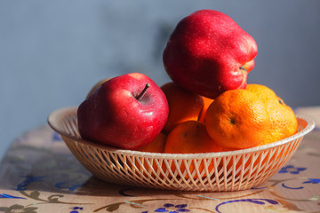 apples orange tangerines fruit basket