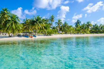 Belize Cayes - Klein tropisch eiland bij Barrier Reef met paradijselijk strand - bekend om zijn duik-, snorkel- en ontspannende vakanties - Caribische Zee, Belize, Midden-Amerika