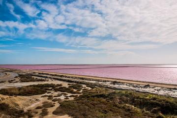 Vue sur les Salins du Giraud depuis le point de vue du sel en Camargue