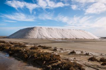 Montagne de sel aux Salins du Giraud en Camargue