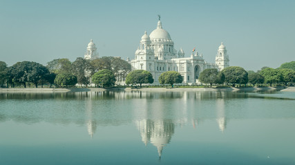 A beautiful view of Victoria Memorial, Kolkata, Calcutta, West Bengal, India. A Historical Monument of Indian Architecture built in memory of Queen Victoria's 25 years reign in India Papier Peint