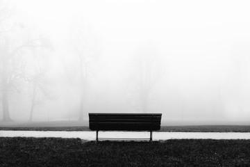 Sitzbank auf dem Friedhof. Einsamkeit und Ruhe Wall mural