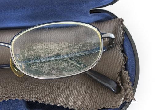 傷ついた眼鏡レンズ
