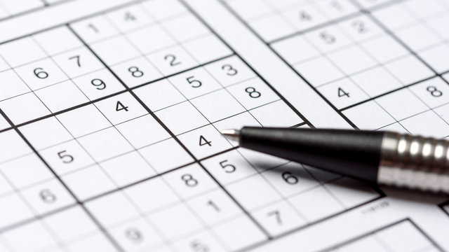 Leeres Sudoku mit Kugelschreiber