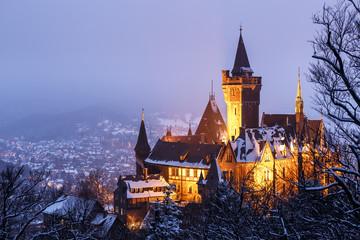 Das Schloss in Wernigerode in einer kalten Winternacht