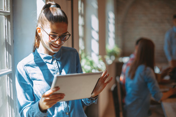 Young business woman online via digital tablet