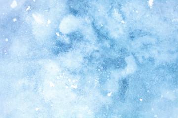 Текстура ледяной поверхности, крупным планом, с трещинами и снегом