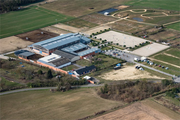 vue aérienne d'un centre équestre à Vernouillet dans les Yvelines en France