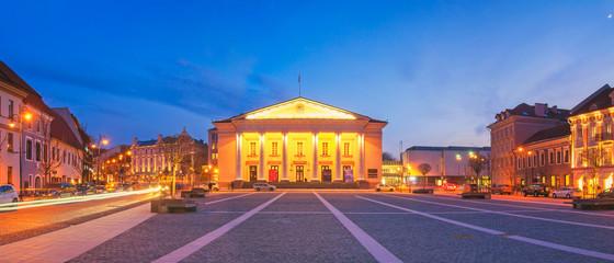 Fototapete - Panorama of Vilnius Town Hall at Dusk