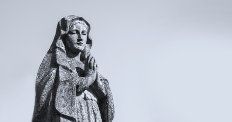 Fotomurales - Antique statue of the Virgin Mary praying