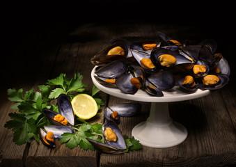 Natura morta con frutti di mare,prezzemolo e limone