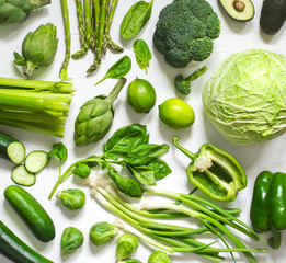 Fotorollo Gemuse Green vegetables on a wooden background. Healthy food.