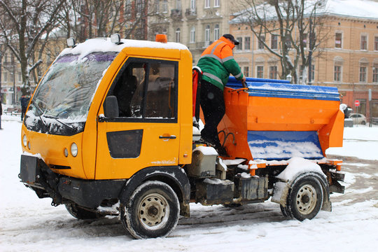Snow-clearing equipment