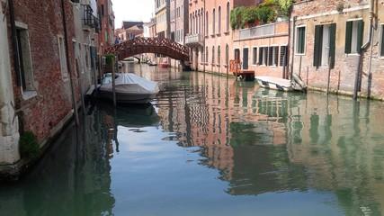 pittoresco canale veneziano