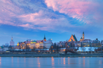 Fototapete - Panorama of the Old Town with reflection in the Vistula River at sunset, Warsaw, Poland.