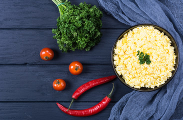 Mashed eggs with tomato and parsley