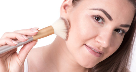 Junge Frau mit Schmink-Pinsel, Make-up