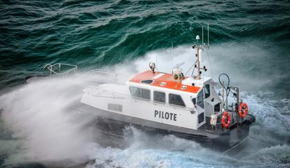 pilote maritime en pleine tempête