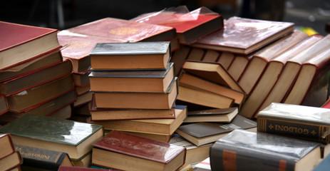 Alte Bücher auf einem Flohmarkt in Rom