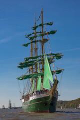 Segelschiff auf der Elbe