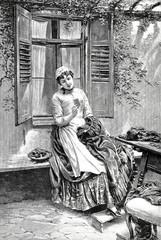 Junge Frau auf der Fensterbank in der Gartenlaube betrachtet das Bild ihres Geliebten