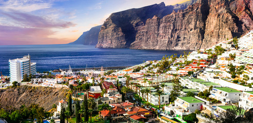 Foto op Aluminium Canarische Eilanden Tenerife holidays - beautiful Los Gigantes . Canary islands