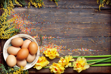 Easter empty background with Easter eggs and spring flowers
