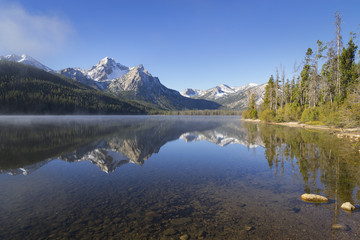 USA, Idaho, Sawtooth range with lake
