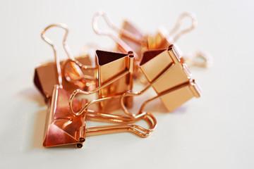 Kupferfarbene Foldback-Klammern