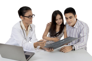 Obstetricians explaining x-ray result to her patient