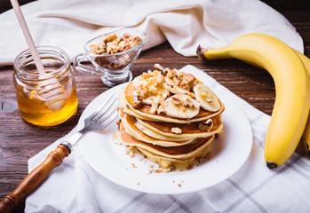 Pancakes with banana, walnuts and honey