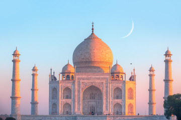 Spoed Foto op Canvas Monument Taj Mahal at sunset - Agra, India