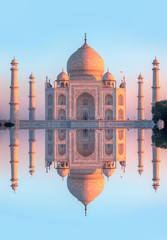 Photo sur Plexiglas Monument Taj Mahal at sunset - Agra, India