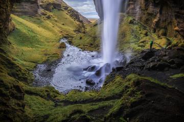 Fallende Wasser am  Kvernufoss, Island_001