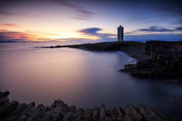 Traumhafter Leuchtturm Kálfhamarsviti im Norden von Island _002