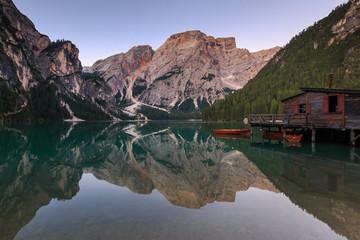 Spiegelung im Pragser Wildsee, Lago di Braies Südtirol_001